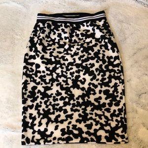 Dresses & Skirts - Stretchy midi animal print skirt. Size L